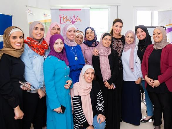 Jordanian women entrepreneurs empowered! Her Majesty Queen Rania visits Karak and expresses her confidence in the capabilities and achievements of young women, encouraging institutions to support the youth across Jordan