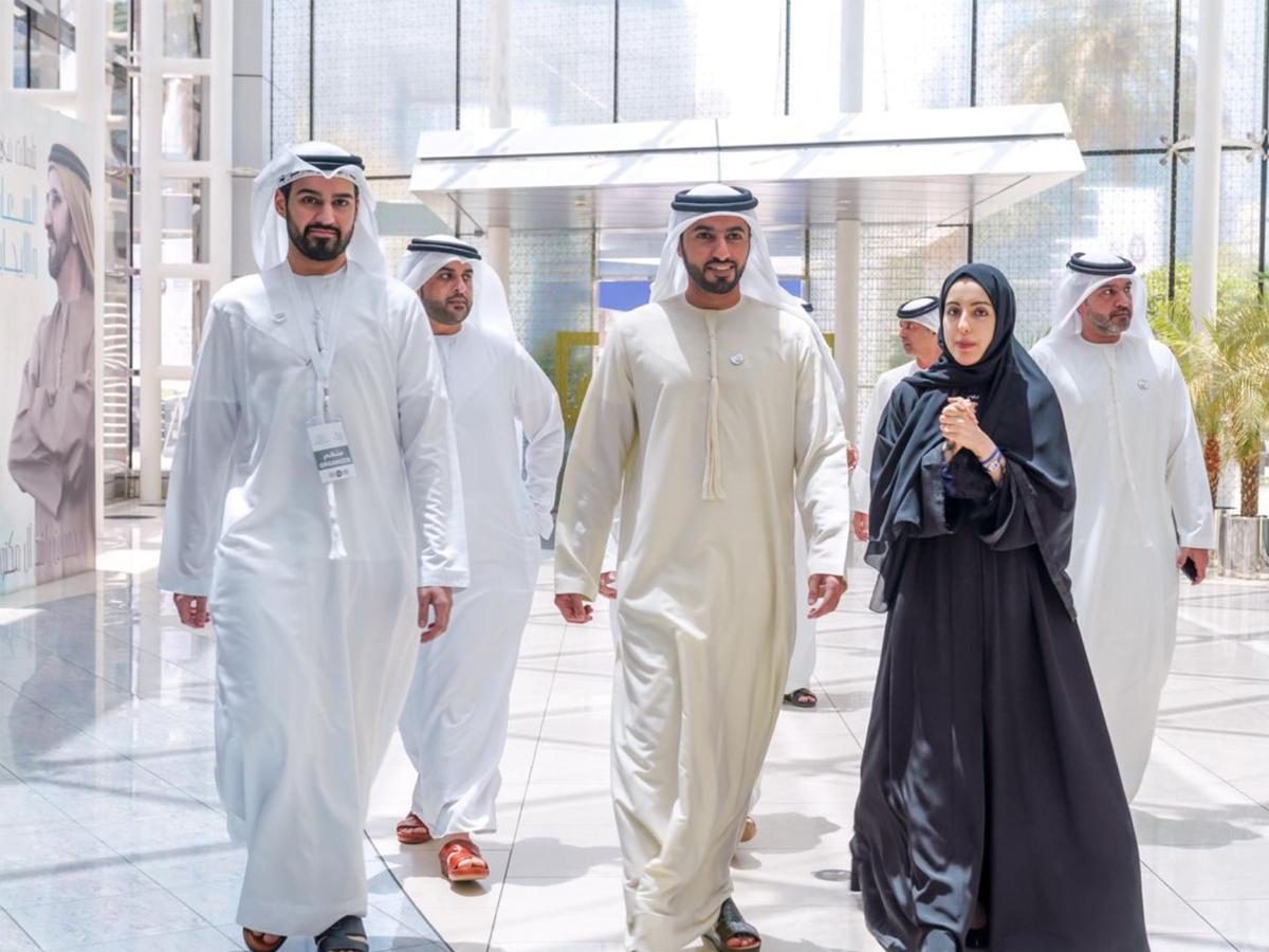 راشد بن حميد يزور سوق مشاريع الشباب العربي