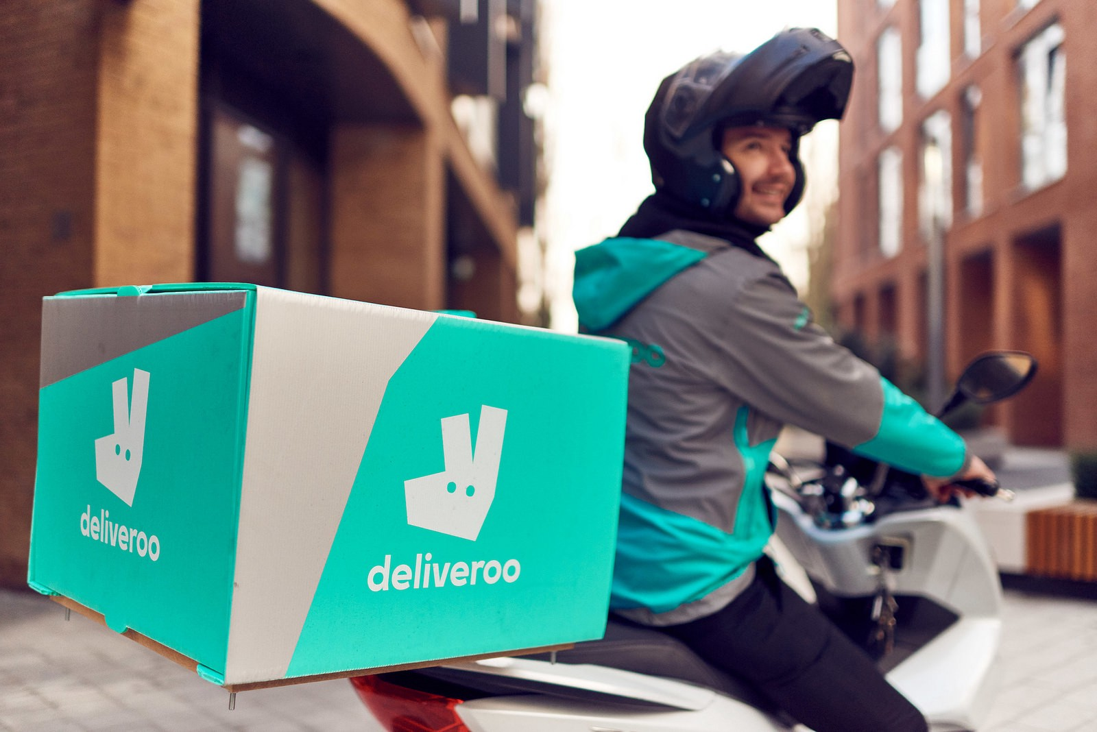Deliveroo serves up launch In Kuwait